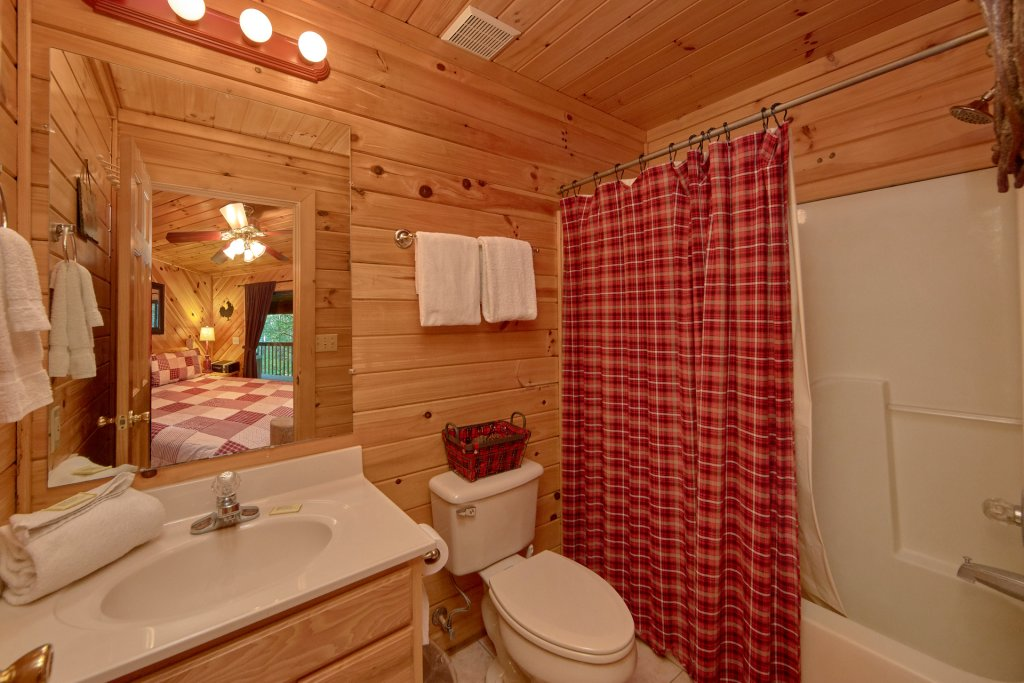 Photo of a Pigeon Forge Cabin named Rooster Ridge Cabin #231 - This is the twenty-sixth photo in the set.