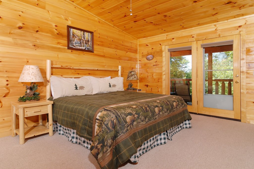 Photo of a Gatlinburg Cabin named Pine Cove Hideaway #1816 - This is the sixth photo in the set.