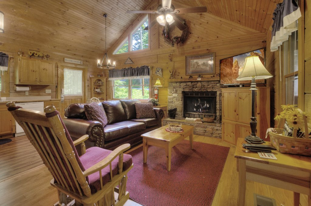 Photo of a Pigeon Forge Cabin named Americana #115 - This is the eighteenth photo in the set.