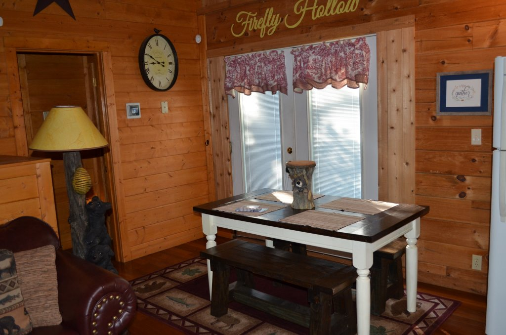 Photo of a Pigeon Forge Cabin named Firefly Hollow #165 - This is the twenty-sixth photo in the set.