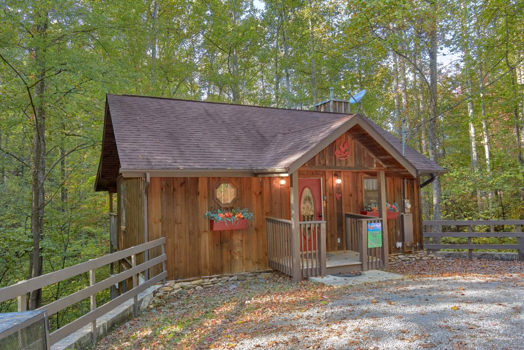 Photo of a Pigeon Forge Cabin named Rooster Ridge Cabin #231 - This is the first photo in the set.