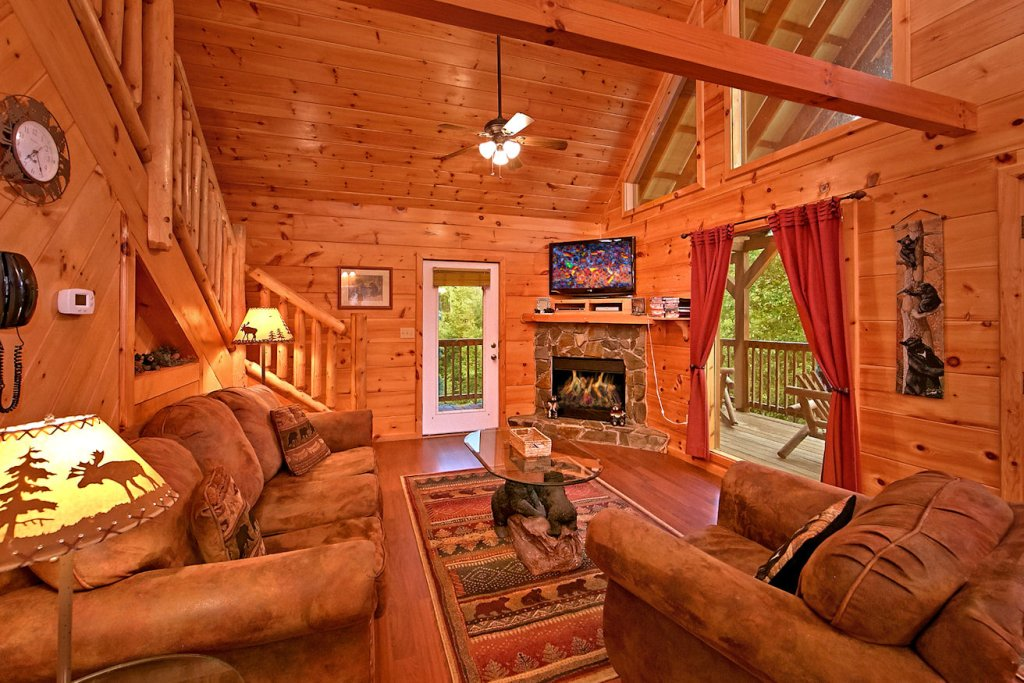 Photo of a Pigeon Forge Cabin named A Bear's Eye View #251 - This is the second photo in the set.