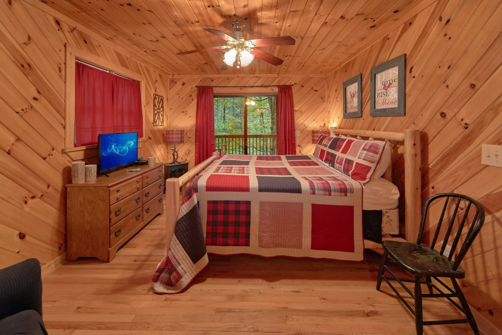 Photo of a Pigeon Forge Cabin named Rooster Ridge Cabin #231 - This is the seventh photo in the set.