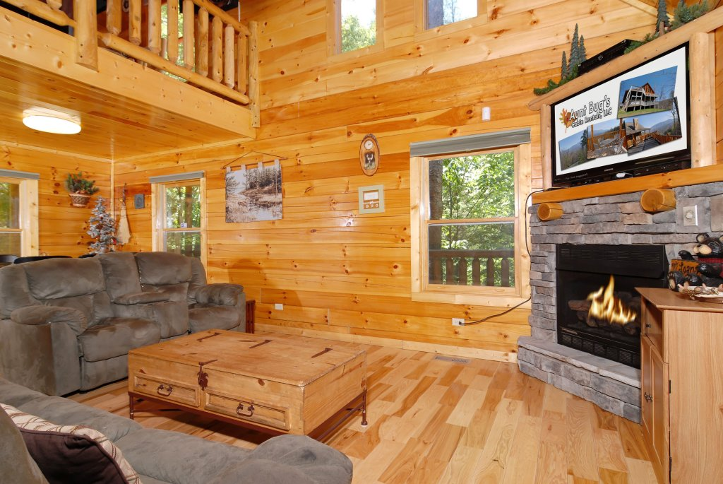 Photo of a Gatlinburg Cabin named Pine Cove Hideaway #1816 - This is the third photo in the set.