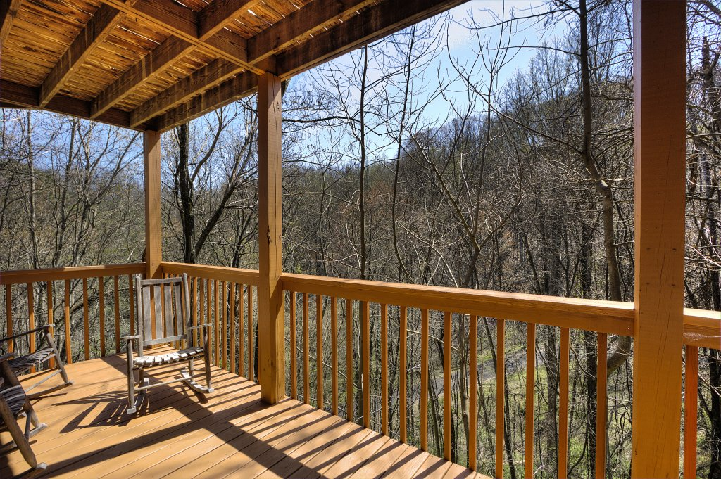 Photo of a Gatlinburg Cabin named Bear Run Getaway #1136 - This is the thirty-fifth photo in the set.
