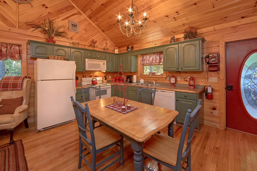 Photo of a Pigeon Forge Cabin named Rooster Ridge Cabin #231 - This is the twenty-seventh photo in the set.