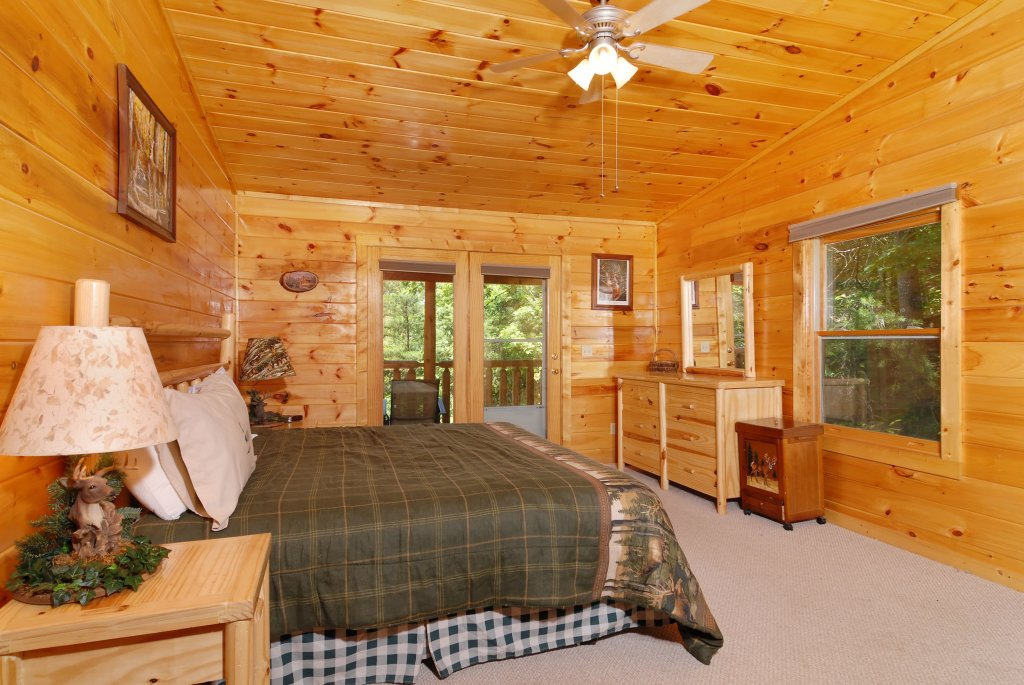 Photo of a Gatlinburg Cabin named Pine Cove Hideaway #1816 - This is the ninth photo in the set.