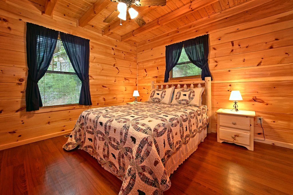 Photo of a Pigeon Forge Cabin named A Bear's Eye View #251 - This is the twenty-fifth photo in the set.