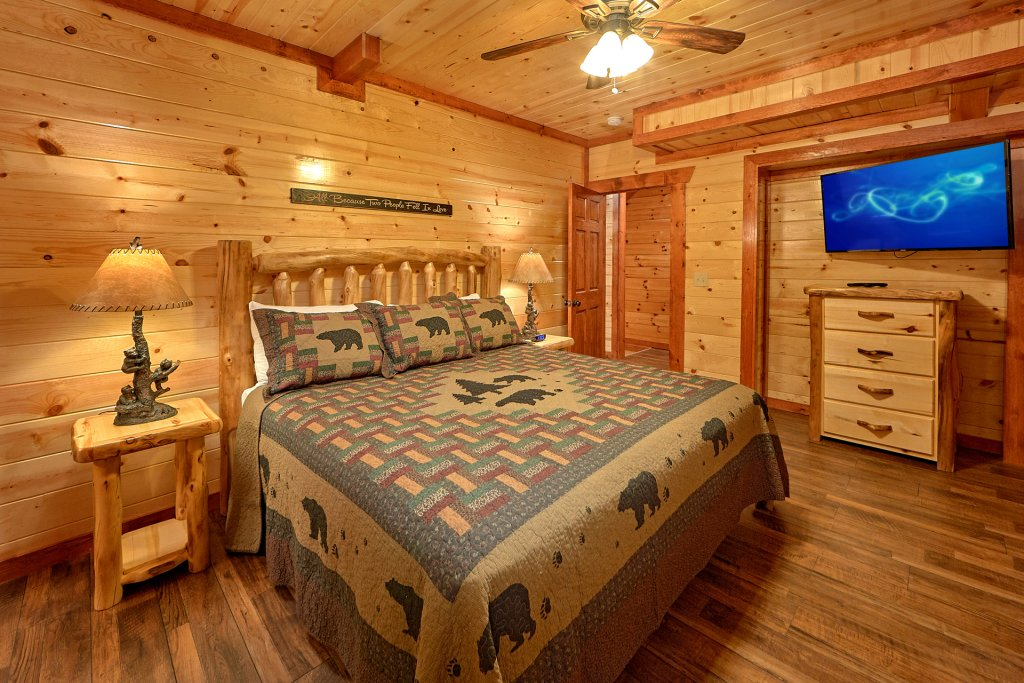 Photo of a Pigeon Forge Cabin named Splash Mountain Lodge - This is the seventeenth photo in the set.