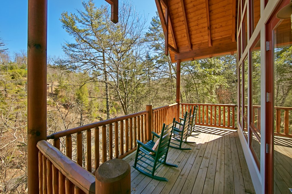 Photo of a Pigeon Forge Cabin named Birds Creek Mansion #650 - This is the one hundred and nineteenth photo in the set.