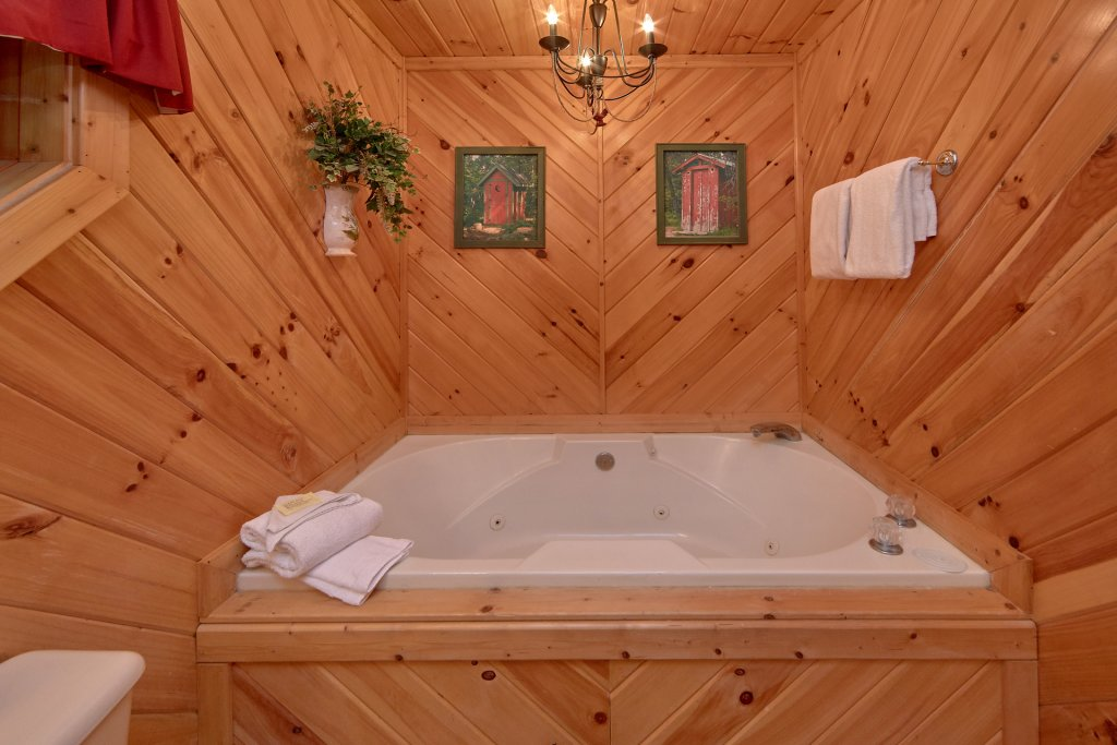 Photo of a Sevierville Cabin named Rooster Ridge Cabin #231 - This is the thirtieth photo in the set.