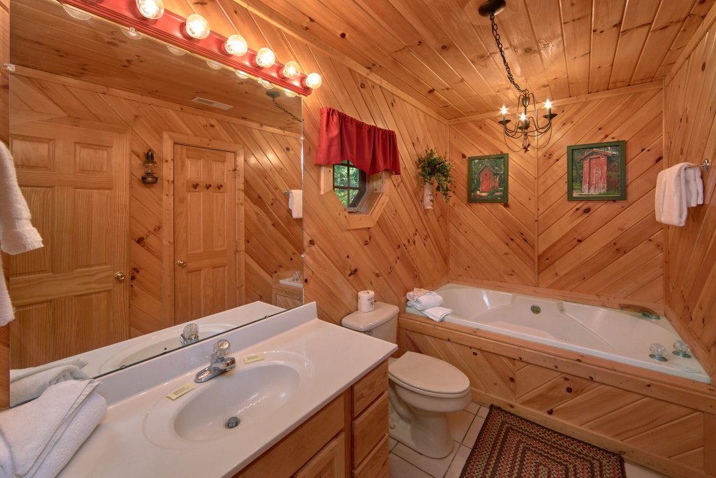 Photo of a Pigeon Forge Cabin named Rooster Ridge Cabin #231 - This is the thirty-first photo in the set.