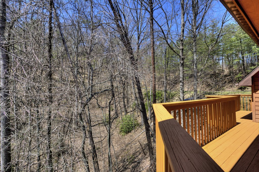 Photo of a Gatlinburg Cabin named Bear Run Getaway #1136 - This is the thirty-eighth photo in the set.