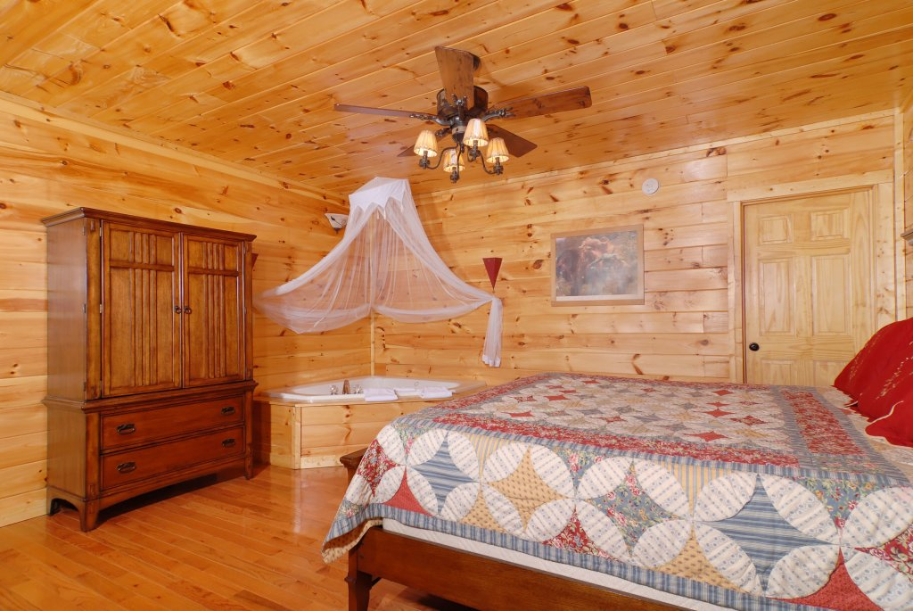 Photo of a Pigeon Forge Cabin named Camelot #266 - This is the twentieth photo in the set.