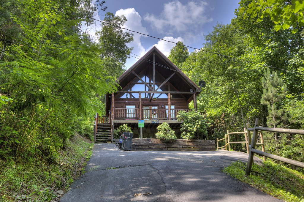 Photo of a Gatlinburg Cabin named A Secluded Bearadise #247 - This is the first photo in the set.