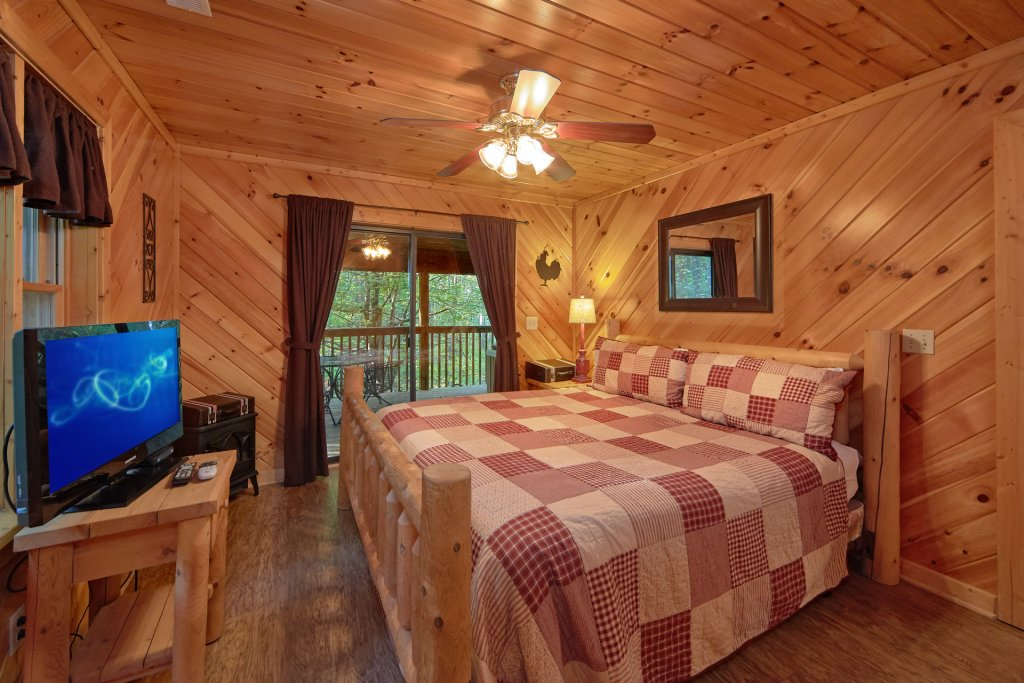 Photo of a Sevierville Cabin named Rooster Ridge Cabin #231 - This is the thirty-second photo in the set.