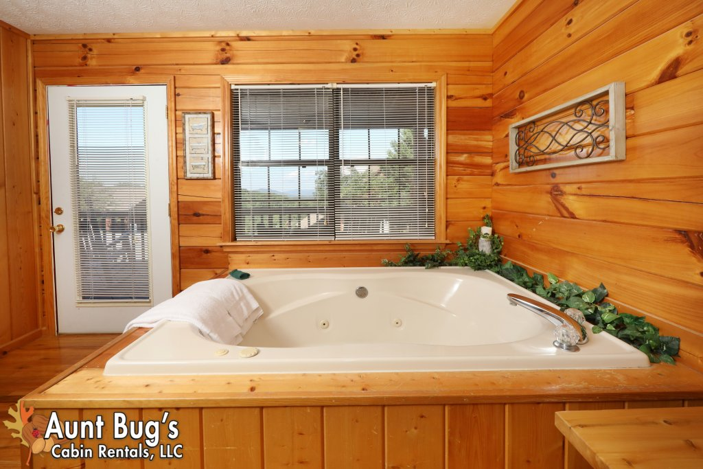 Photo of a Pigeon Forge Cabin named Sun-sational View #245 - This is the thirty-sixth photo in the set.