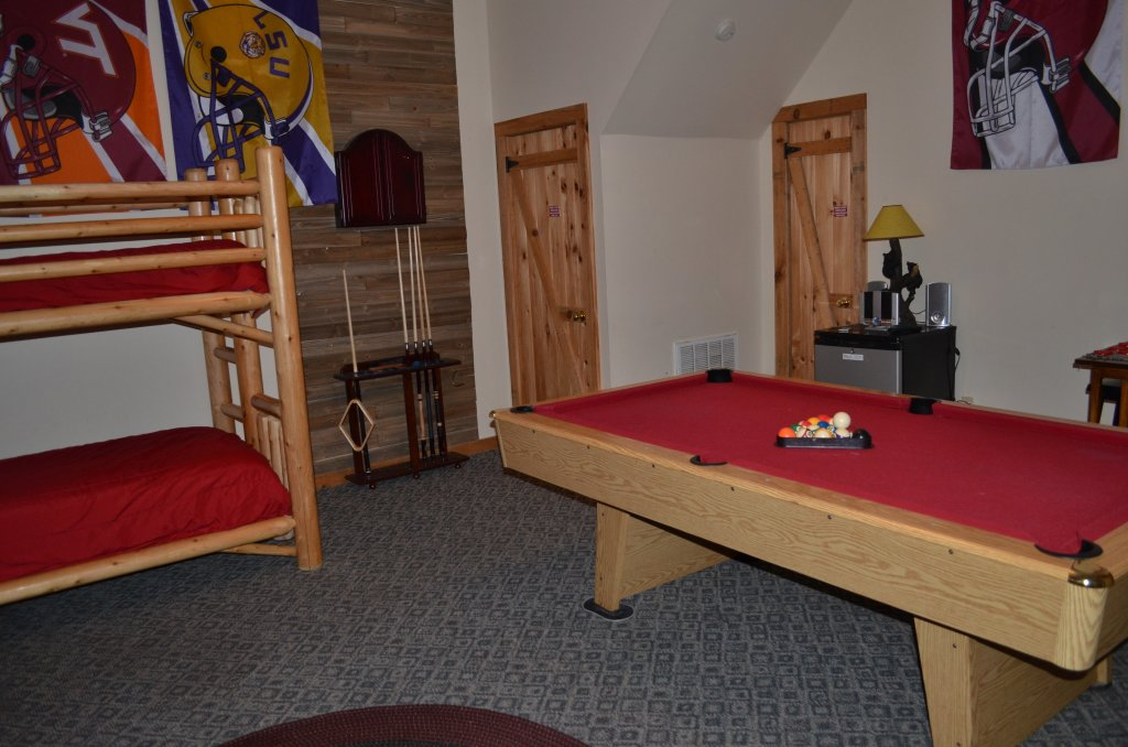 Photo of a Pigeon Forge Cabin named Firefly Hollow #165 - This is the sixteenth photo in the set.
