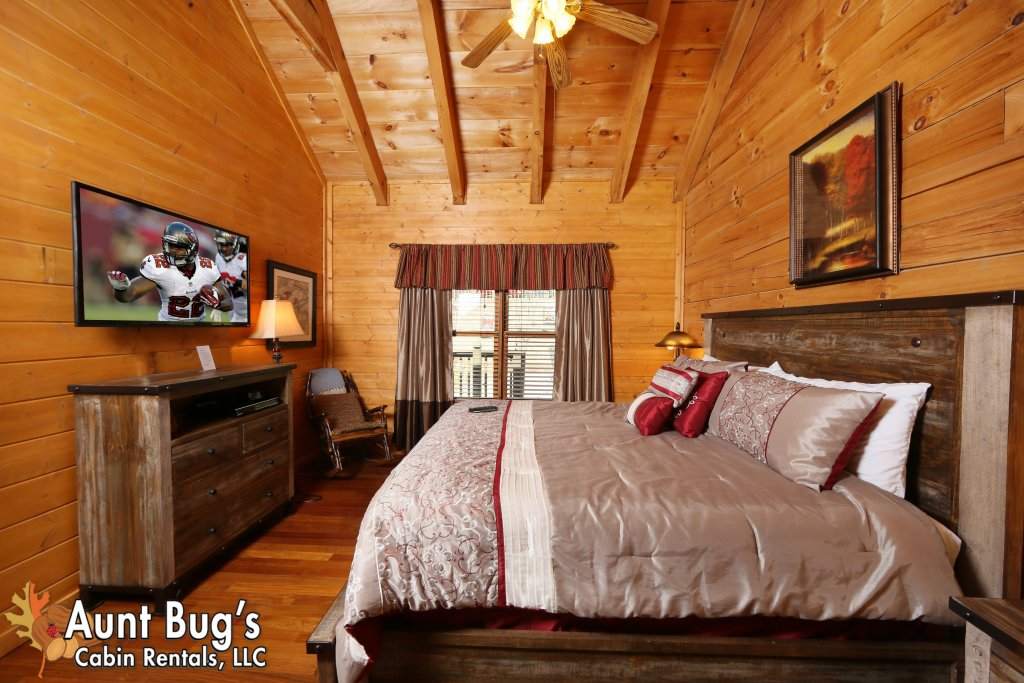 Photo of a Pigeon Forge Cabin named Firefly Hollow #165 - This is the forty-third photo in the set.