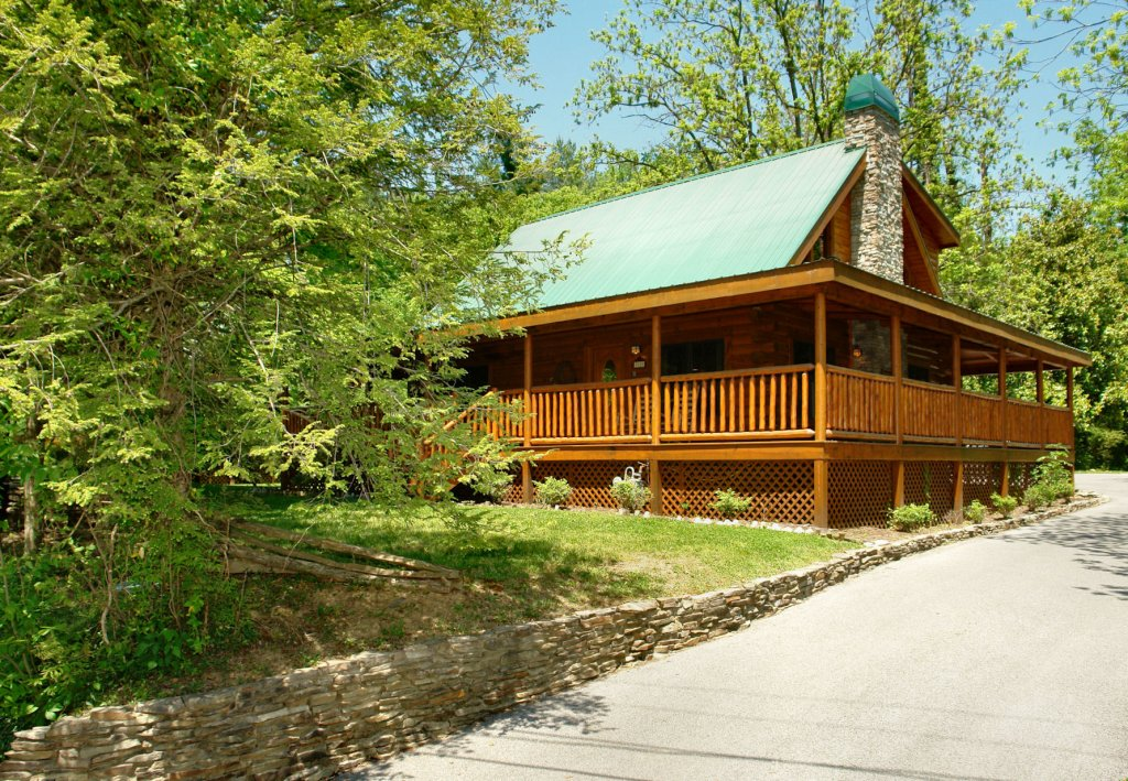 Photo of a Pigeon Forge Cabin named Trout House #350 - This is the twenty-second photo in the set.
