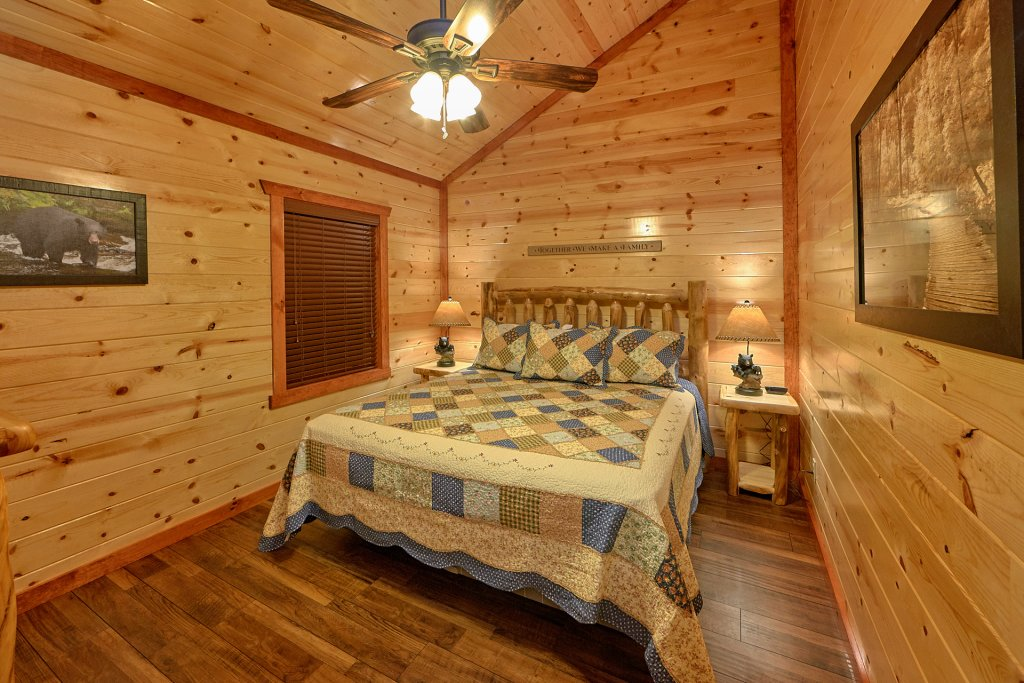 Splash Mountain Lodge Cabin In Sevierville W 4 Br Sleeps10