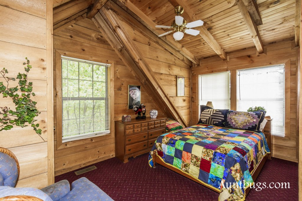 Photo of a Gatlinburg Cabin named Mountain Perch #2134 - This is the eighteenth photo in the set.