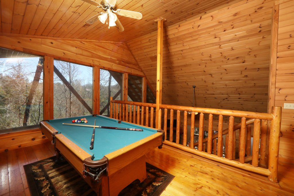 Photo of a Pigeon Forge Cabin named Above The Falls #144 - This is the seventeenth photo in the set.