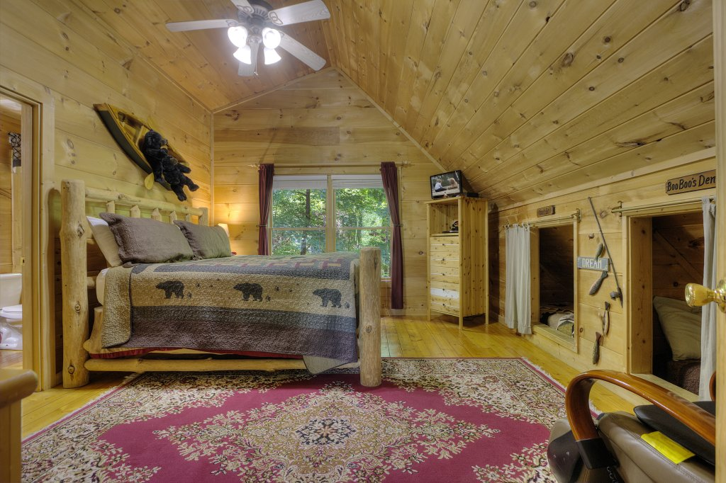 Photo of a Gatlinburg Cabin named A Secluded Bearadise #247 - This is the third photo in the set.