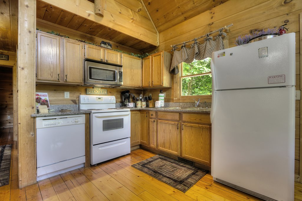Photo of a Gatlinburg Cabin named A Secluded Bearadise #247 - This is the twenty-sixth photo in the set.