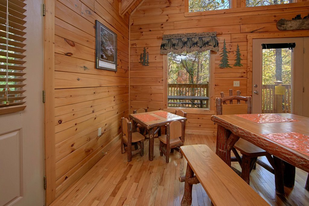 Photo of a Pigeon Forge Cabin named Boulder Bear Lodge #355 - This is the twelfth photo in the set.