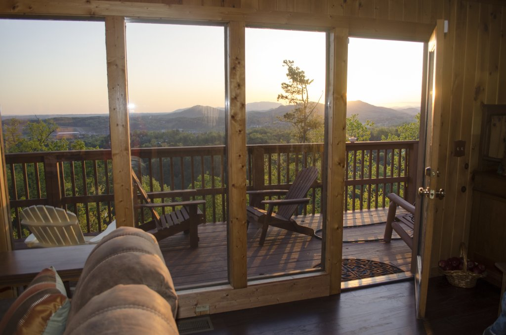 Photo of a Pigeon Forge Cabin named A Grand View From Above #225 - This is the fifty-first photo in the set.