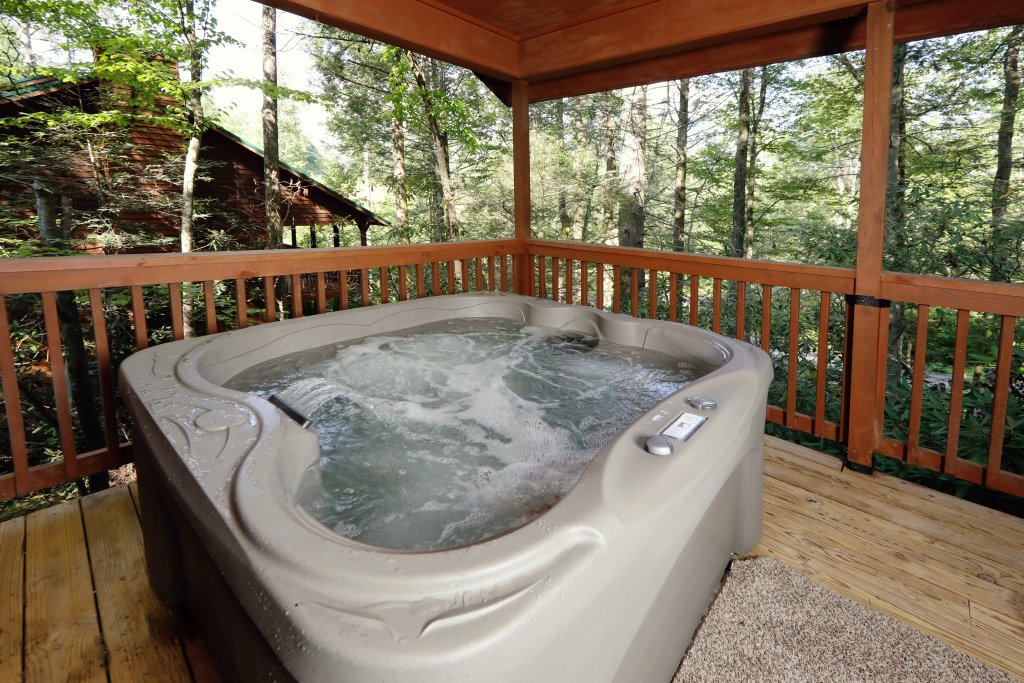 Photo of a Gatlinburg Cabin named Divine Escape - This is the second photo in the set.