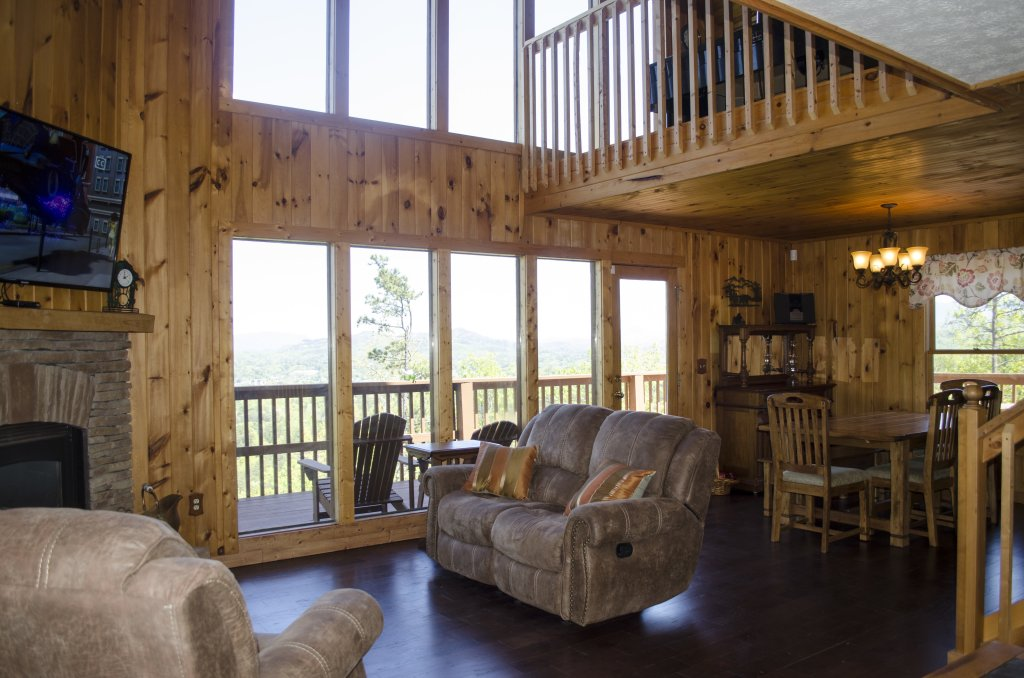 Photo of a Pigeon Forge Cabin named A Grand View From Above #225 - This is the fifty-eighth photo in the set.