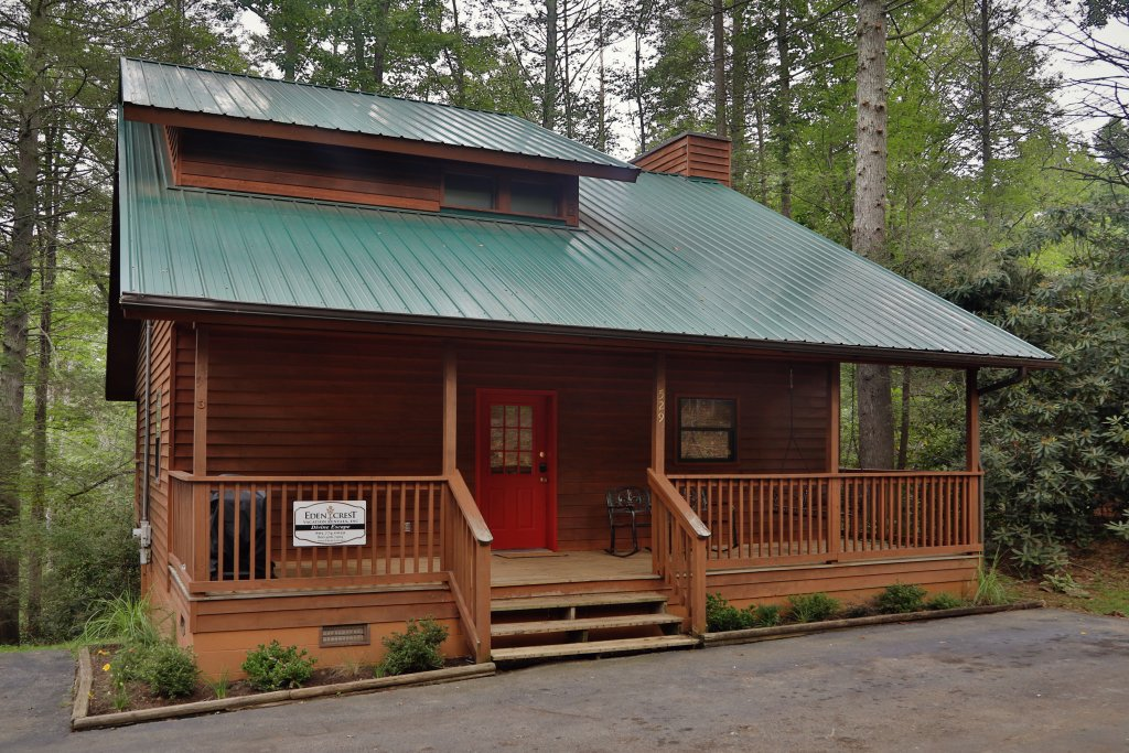 Photo of a Gatlinburg Cabin named Divine Escape - This is the first photo in the set.