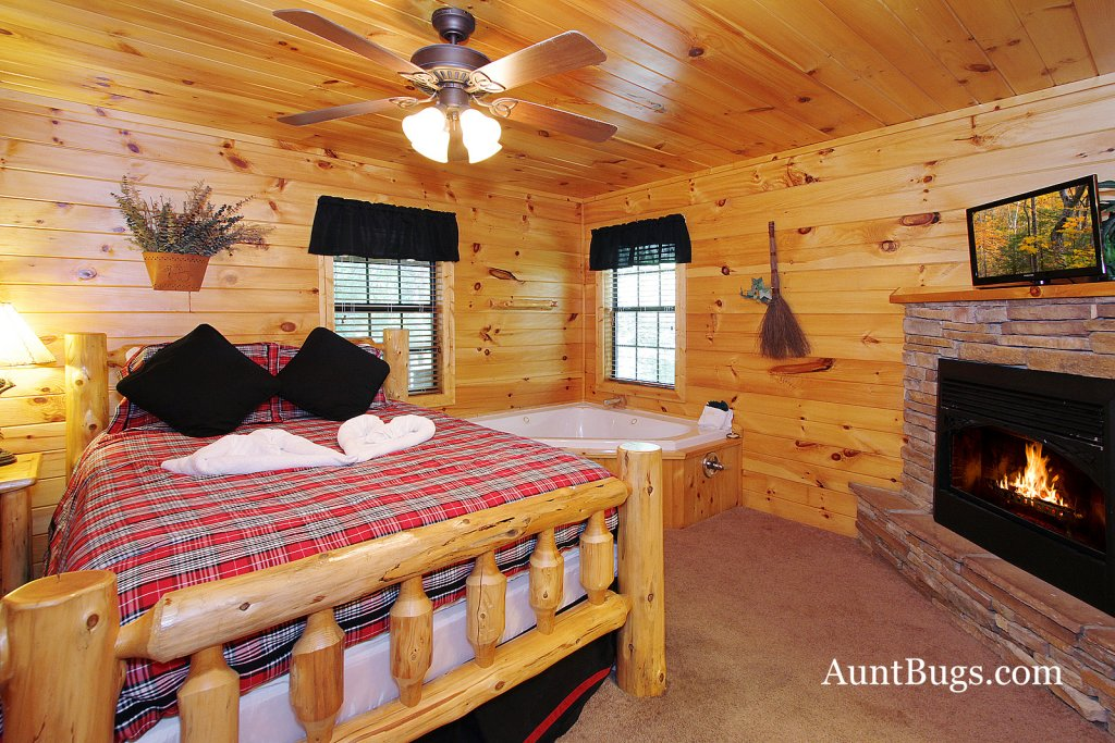 Photo of a Gatlinburg Cabin named Shamrock Lodge #215 - This is the twentieth photo in the set.