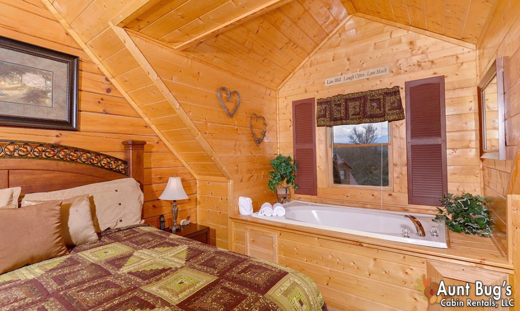 Photo of a Pigeon Forge Cabin named Papa Bear Lodge #565 - This is the tenth photo in the set.