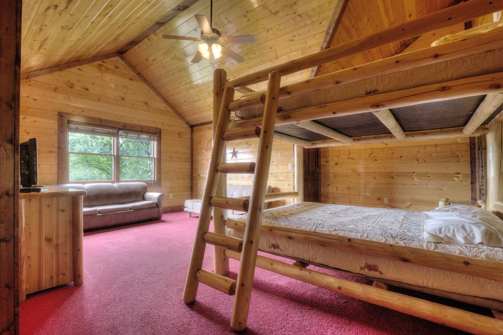 Photo of a Gatlinburg Cabin named Mystical Creek Pool Lodge #600 - This is the eighteenth photo in the set.