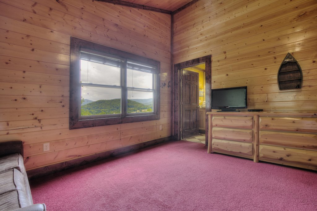 Photo of a Gatlinburg Cabin named Mystical Creek Pool Lodge #600 - This is the fifteenth photo in the set.