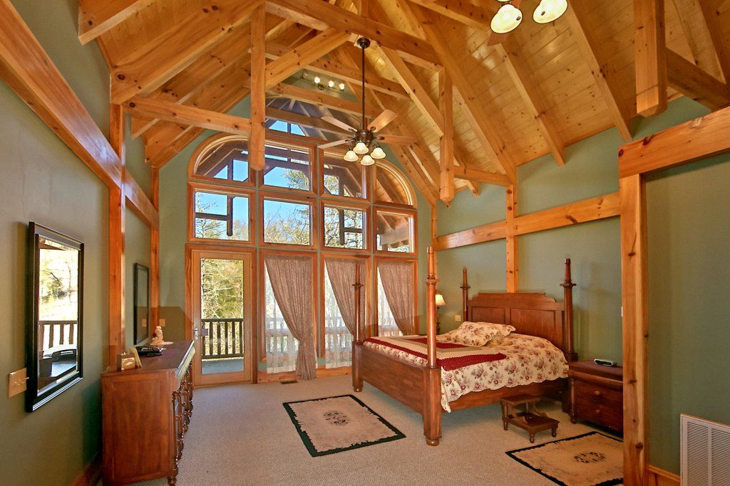 Photo of a Pigeon Forge Cabin named Birds Creek Mansion #650 - This is the eighty-ninth photo in the set.