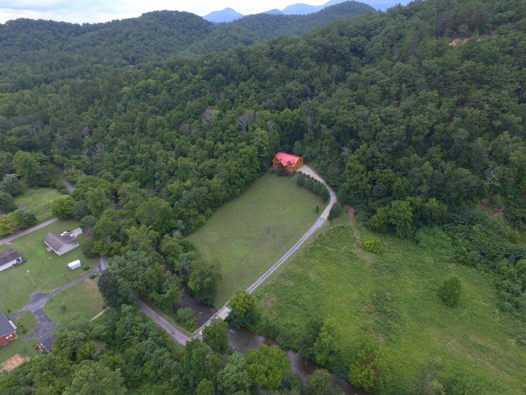 Photo of a Gatlinburg Cabin named Mystical Creek Pool Lodge #600 - This is the thirtieth photo in the set.