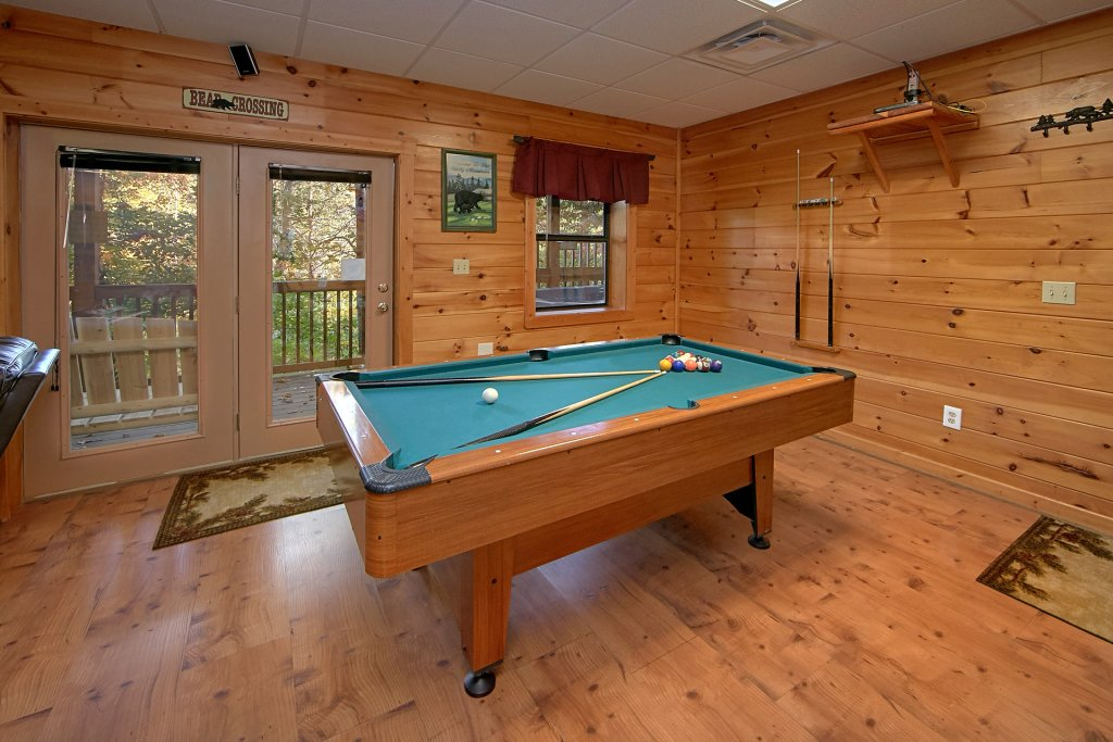 Photo of a Pigeon Forge Cabin named Boulder Bear Lodge #355 - This is the third photo in the set.