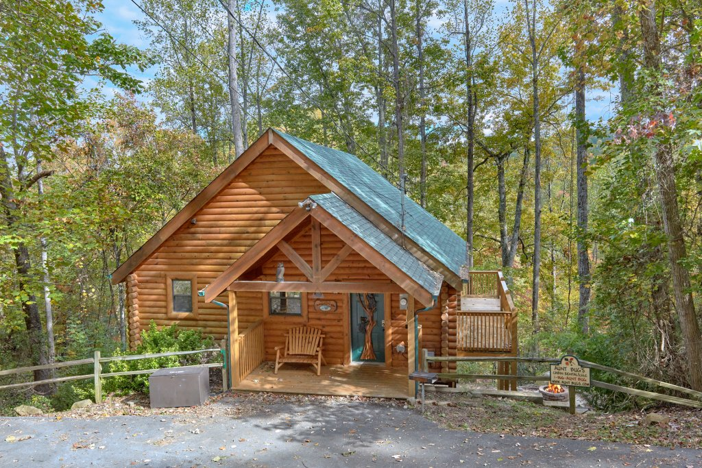 Photo of a Pigeon Forge Cabin named Tranquility Den - 210 - This is the third photo in the set.