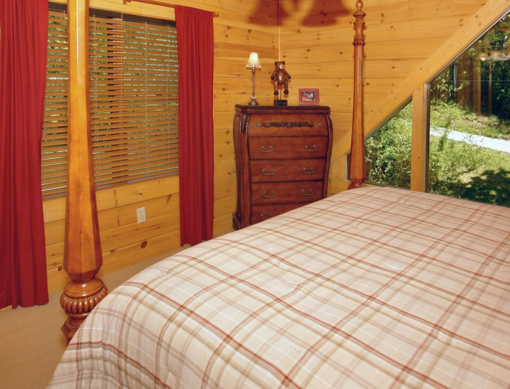 Photo of a Pigeon Forge Cabin named Trout House #350 - This is the forty-sixth photo in the set.