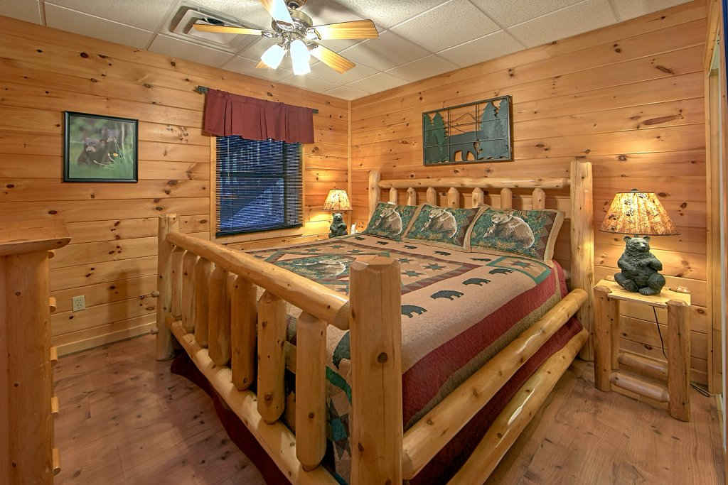 Photo of a Pigeon Forge Cabin named Boulder Bear Lodge #355 - This is the sixteenth photo in the set.