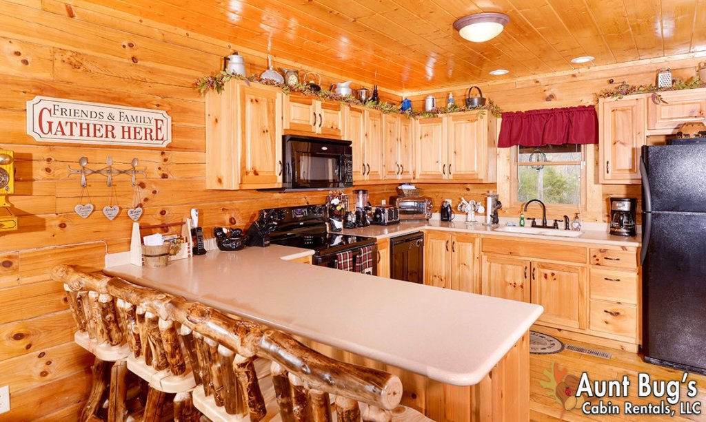 Photo of a Pigeon Forge Cabin named Papa Bear Lodge #565 - This is the third photo in the set.