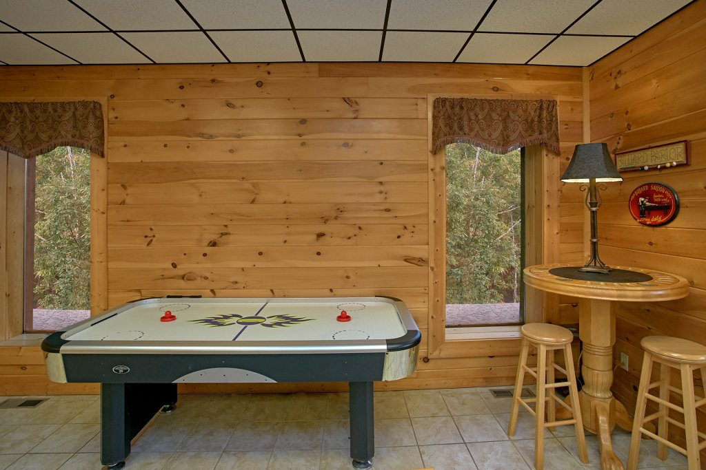 Photo of a Gatlinburg Cabin named Splash Mansion #500 - This is the thirty-third photo in the set.