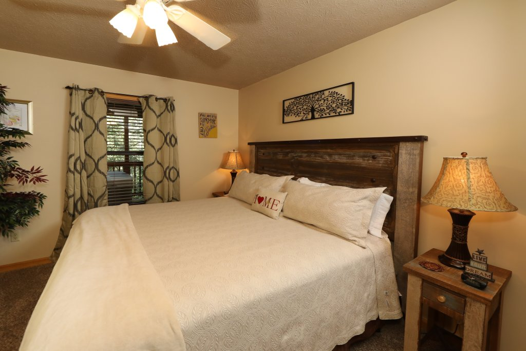 Photo of a Gatlinburg Cabin named Divine Escape - This is the fifteenth photo in the set.