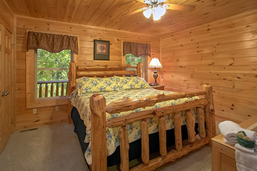 Photo of a Gatlinburg Cabin named Splash Mansion #500 - This is the thirty-seventh photo in the set.