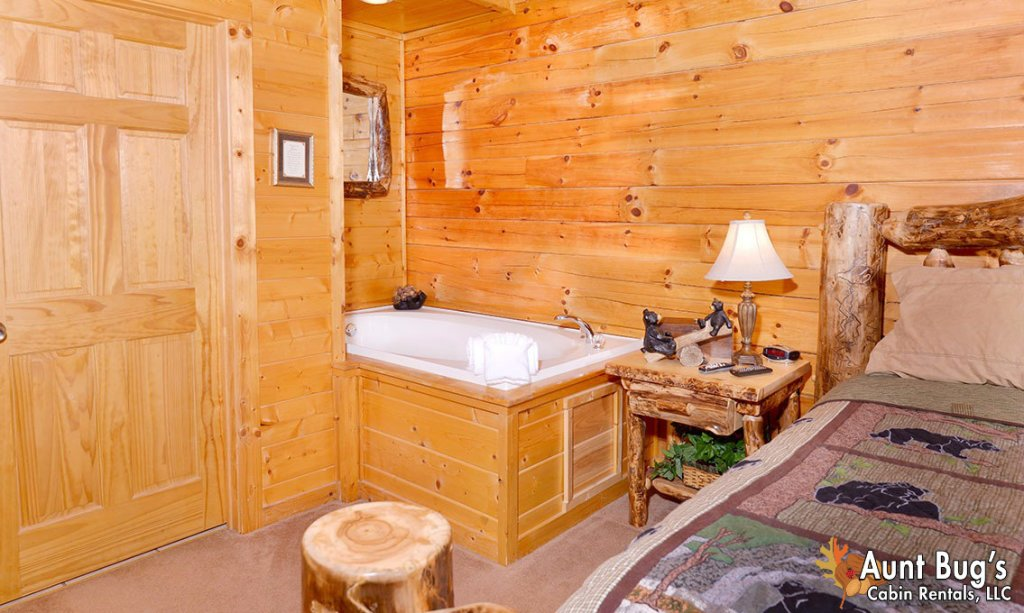 Photo of a Pigeon Forge Cabin named Papa Bear Lodge #565 - This is the twelfth photo in the set.