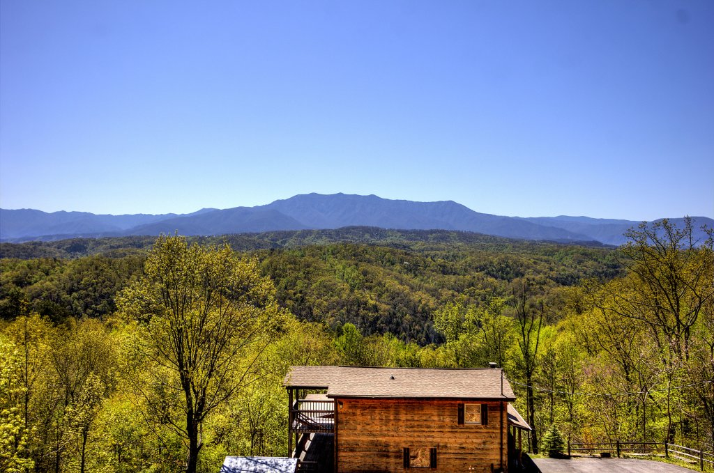 Photo of a Pigeon Forge Cabin named Grandpa Bear's View #233 - This is the twenty-fourth photo in the set.